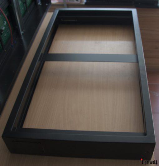 Кутия с капак за външен монтаж за 640 x 320 мм LED панел
